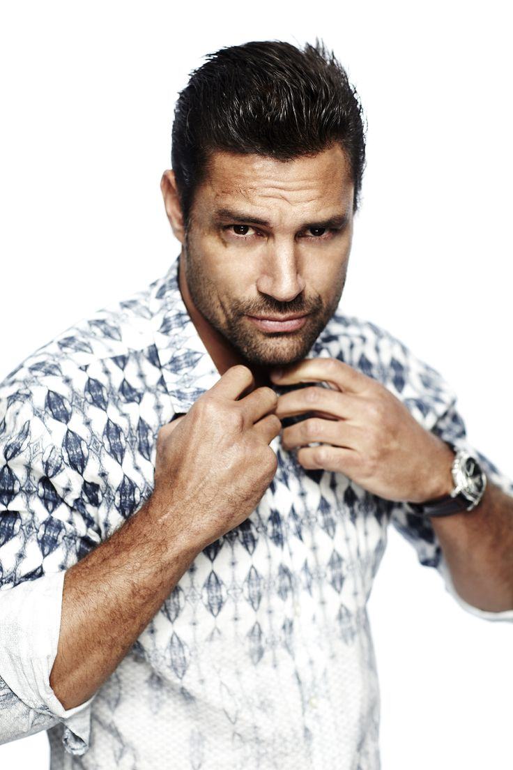 "Manu Bennett: Played Slade ""Deathstroke"" Wilson on Arrow. Is now playing Allanon on The Shannara Chronicles."