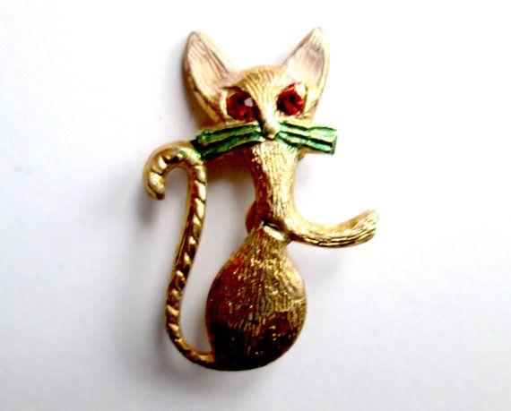 Broche Vintage en métal doré figuratives chat avec des détails en émail/peint Ruby rouge strass yeux C attirent signé HONG KONG