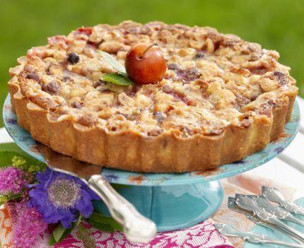 Saftigt och gott med plommon, mandelmassa och nötter. Nötglaserad mazarinkaka 14–16 bitar   Pajdeg  3½ dl vetemjöl  ¾ dl florsocker  150 g smör  1 äggula   Fyllning  6–7...