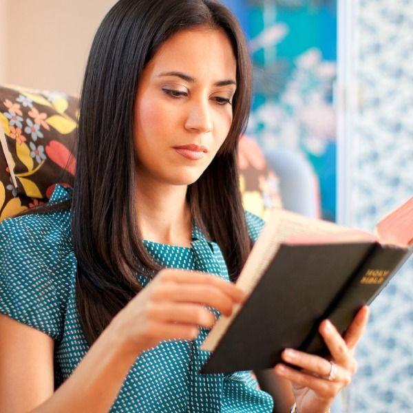 Veja 5 coisas que você precisa e 2 coisas que você não precisa para entender a Bíblia. Comece hoje mesmo a aumentar seu conhecimento bíblico!