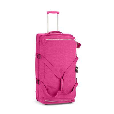 TEAGAN L Es la maleta ideal para un buen viaje. Con ruedas tiene un acceso frontal y otro desde el interior, ¡para que puedas encontrar cualquier cosa fácilmente y sin desordenar el equipaje!