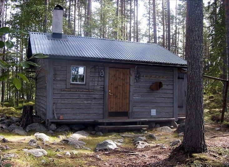 http://sverigestugor.eu presenterar: Få variation i tillvaron! Hyr tre små stugor, lugnt belägna mitt i den Svenska vildmarken. Endast 20 meter från vattnet vid Dalkarlsaspens utlopp. Kan det bli trevligare än så här?
