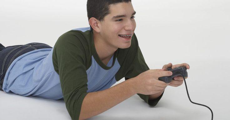 """Como usar um controle de um Xbox 360 como mouse em um computador. Existe algo interessante sobre usar um controle de um Xbox 360 como um mouse de computador. Ao invés de se curvar sobre uma mesa, você pode sentar-se e navegar pelo Windows com um controle confortavelmente em suas mãos. Felizmente, é fácil configurar seu controle desta forma, graças a um programa gratuito chamado """"Xpadder""""."""