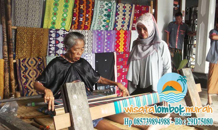 Menjelajah Desa Sukarara sebagai Desa Wisata di Lombok    Lombok, sebagai satu pusat wisata yang ada di Indonesia, ternyata tidak hanya menawarkan pantainya yang bertajuk nuansa alam yang masih alami. Namun, juga menawarkan keramah – tamahan Suku Sasak yang merupakan penduduk asli Pulau Lombok.    http://wisatalombokmurah.com/menjelajah-desa-sukarara-sebagai-desa-wisata-di-lombok/
