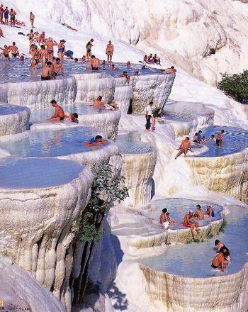 美しすぎるトルコの温泉♨ 世界遺産【パムッカレ】 かつての様子。こんな開放的な景色の温泉、最高の気分でしょうね!