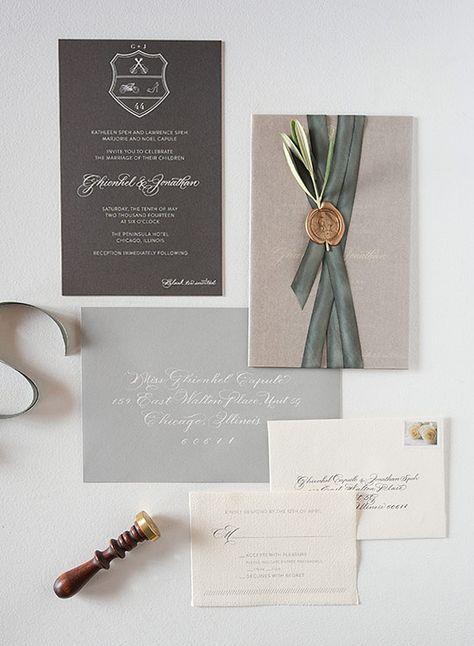 Hochzeitseinladung in Grautönen mit Siegel, Olivenzweig