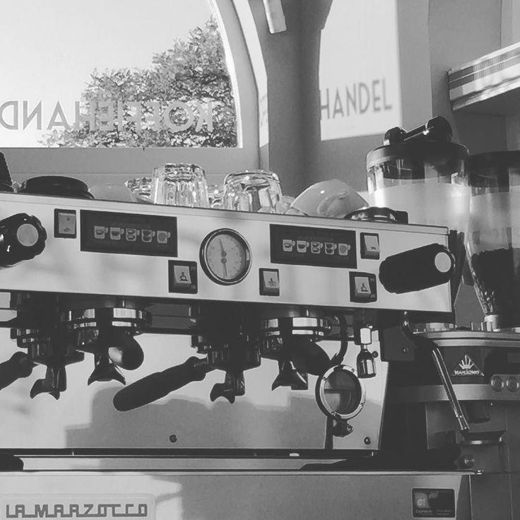 Koffie & Barista #workshop  in 25 uur kennis maken met de wereld van koffie en zelf als #barista een #espresso en #capuccino leren maken. Groepjes van 4 tot 8 personen. U kunt zich natuurlijk ook alleen aanmelden en aansluiten bij de volgende workshop. Kosten  25- incl. Uw drankjes . #rotterdamzuid #workshops #kopvanzuid #katendrecht #noordereiland #afrikaanderwijk #espressomachine #lamarzocco #baristalife #vrijgezellenfeest #ladysday http://ift.tt/1VbgBi2