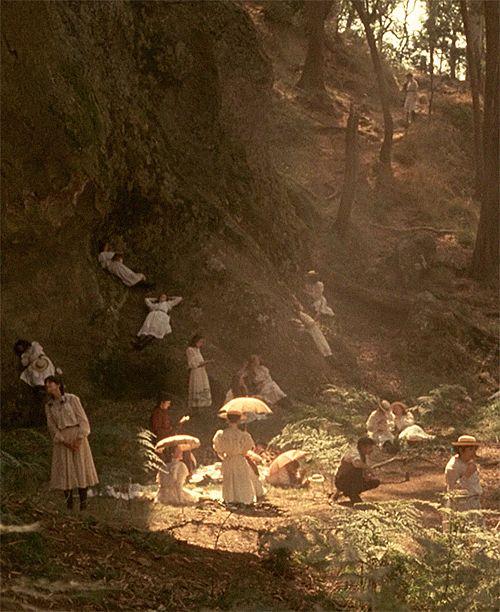 """""""Picnic at Hanging Rock"""" (1975), filme de Peter Weir. Veja também: http://semioticas1.blogspot.com.br/2011/07/alice-vai-ao-futuro.html"""