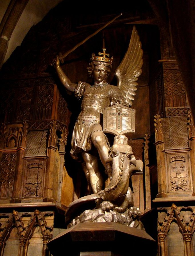 saint michel archange - mont saint Michel - église Saint Pierre                                                                                                                                                     Plus