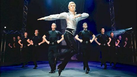 De Ierse volksdansen zijn een van de meest gelauwerde en verbazingwekkende dansen. Ze komen voor in verschillende vormen, stijlen en opvoering zodat er een enorm vrijheid ontstaat waardoor ook veel mensen toegang kunnen krijgen en beginnen met leren te dansen. In het algemeen worden de Ierse volksdansen ingedeeld in twee grote vormen, zijnde de sociaal georiënteerde dansen en de competitieve dansen. Die laatste is dan vooral het Ierse tapdansen, ook wel bekend van Riverdance, een…