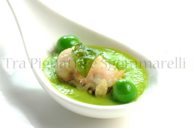 Cozze in tempura, con crema di piselli e basilico croccante | Tra Pignatte e Sgommarelli