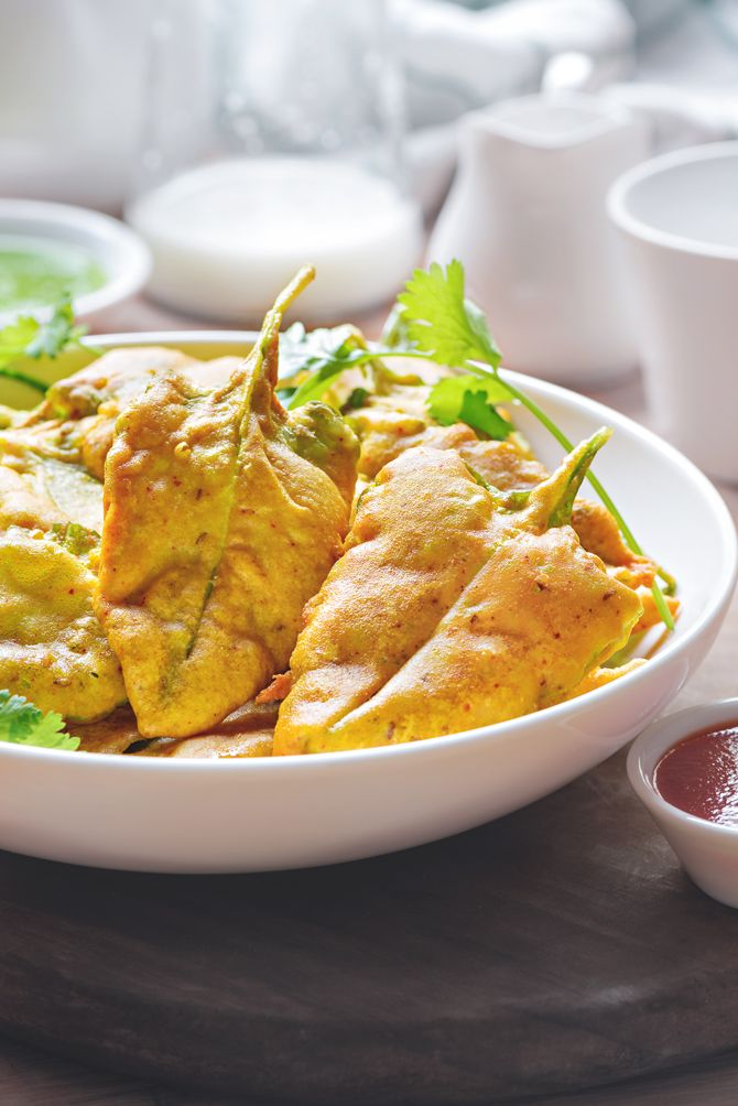 Enjoy this Crisp Yummy Palak ke pakode with garam chai on rainy day or at chit-o-chat with your family and friends.Best Palak Pakoda ready in 15 minutes