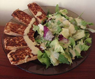 Tonhalas cukkinirudak mustáros To-tu öntetes salátával (paleo recept)