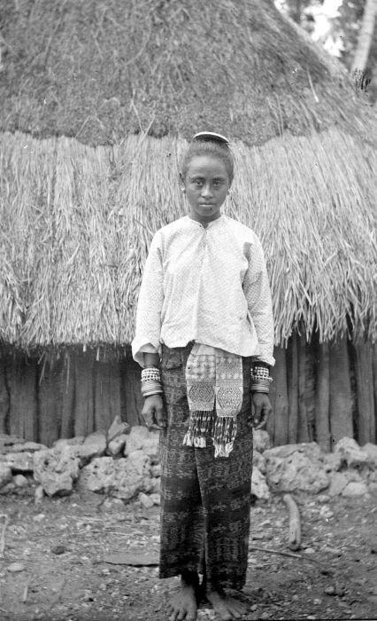 COLLECTIE TROPENMUSEUM Meisje uit Amarasi, Timor.