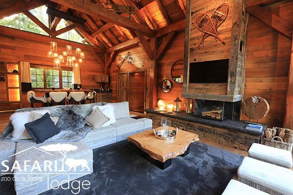 Arctic Lodge Safari Lodge On dort avec vue sur l'ours blanc qui nage tout près de vous... Incroyable!