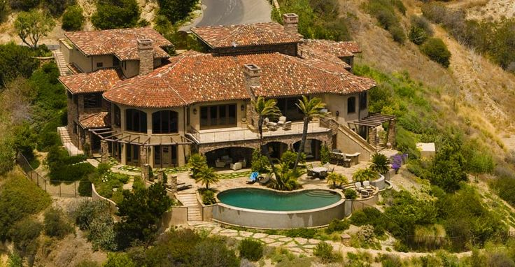 Lauren Conrad's STUNNING home she lived in during High School and filming of the show Laguna Beach.