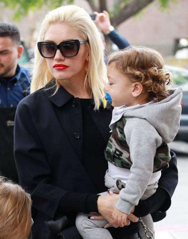 Gwen Stefani: V outfite à la čierna vdova ukázala nohavičky | Diva.sk