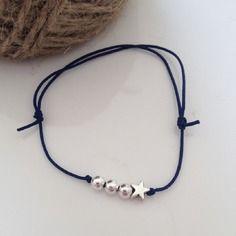 Bracelet nylon bleu marine avec perles en argent