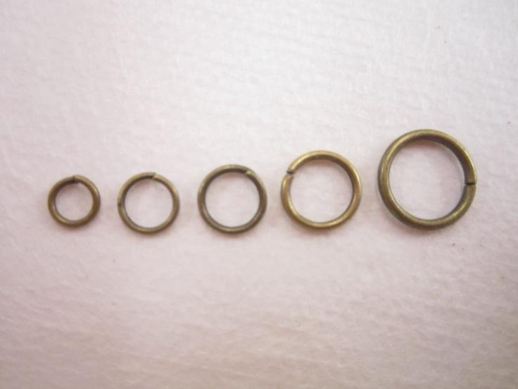 Argollas para armar bisutería color oro viejo,5mm10 gramos $10.00  $-    125 pzs aprox.  6mm10 gramos $10.00  $-    118 pzs aprox.  7mm10 gramos $10.00  $-    105 pzs aprox  8mm10 gramos $10.00  $-    95 pzs aprox.  1cm10 gramos $10.00  $-    75 pzs aprox.  , precio especial a mayoristas x kilo
