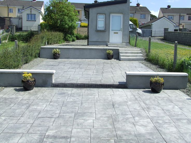 Patio Grand Ashler Slate, Light Grey & Charcole. Rendered walls and Garden shed.