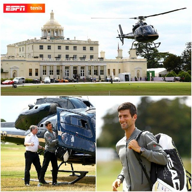 #FotoDelDía Novak Djokovic llegó a la exhibición The Boodles en ¡helicóptero!  El serbio luego saltó a la cancha y venció a Richard Gasquet por 6-4, 6-7 y 10-8