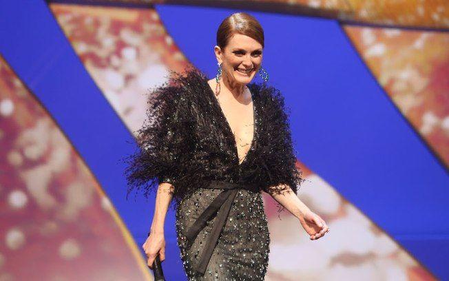 Julianne Moore durante a cerimônia de abertura #Cannes