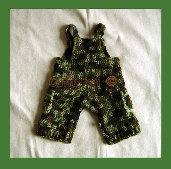 Bebé camuflaje general botones en las piernas por CathyrenDesigns