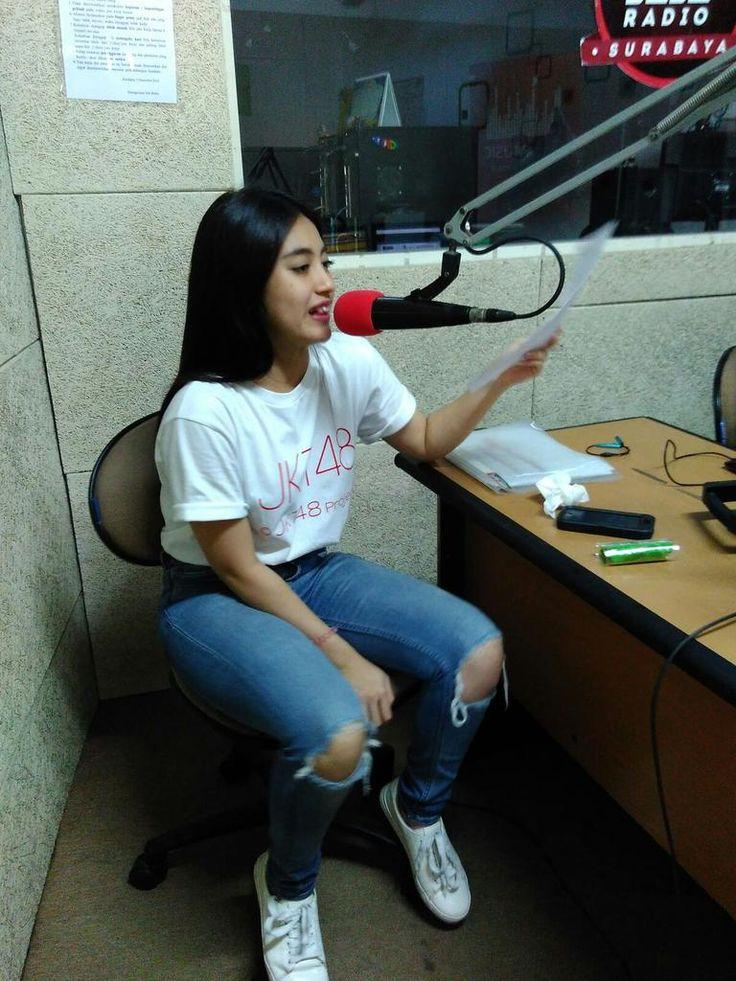 Ngobrol Bareng JKT48 di Jeje Radio 105.1 FM Surabaya [25.10.2015] https://soundcloud.com/jkt48fc/interview-jkt48-jeje-radio-surabaya-251015…