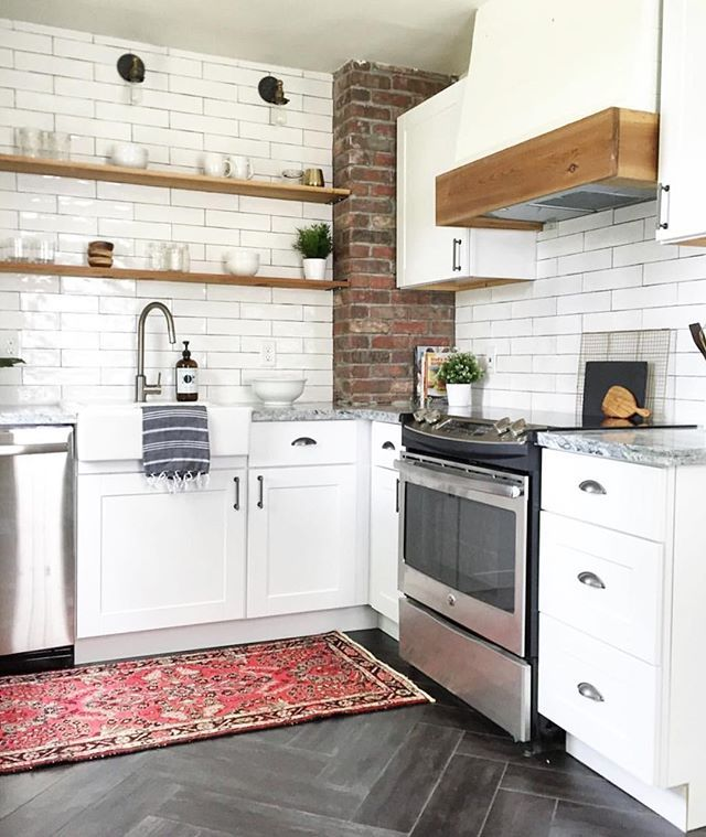 This weeks favorites are up on Beckiowens.com! Also loving this cute cottage kitchen -- @beginninginthemiddle. You can see all the before and after a in their feed. 💙