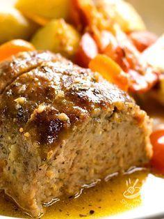 Loaf of bread with cooked ham and smoked cheese - Il Polpettone di pane con prosciutto cotto e scamorza è una pietanza gustosa che utilizza gli avanzi di pane raffermo. Proprio come facevano le nonne! #polpettoneconscamorza