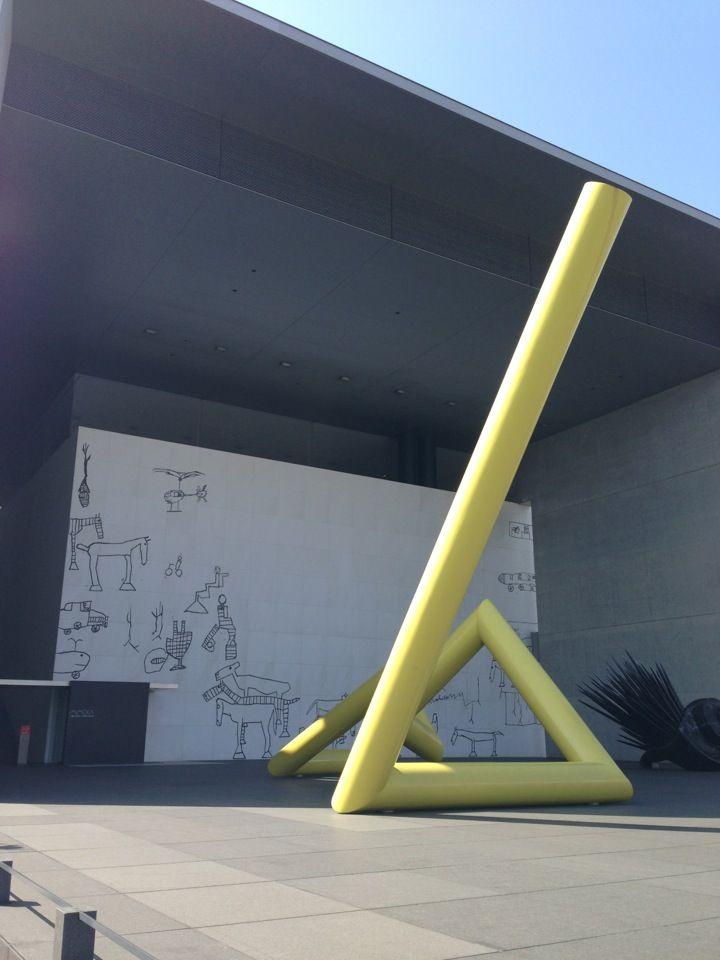 丸亀市猪熊弦一郎現代美術館 (MIMOCA) 場所: 丸亀市, 香川県
