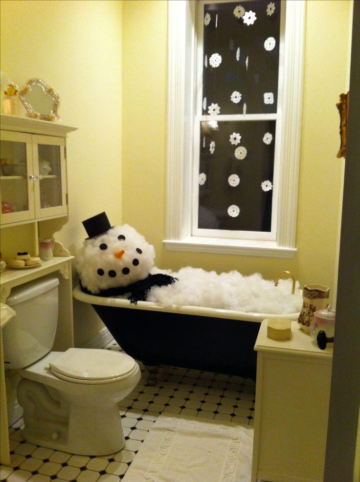 Saw this on a historical house tour- so cute!! Snowman in a bathtub