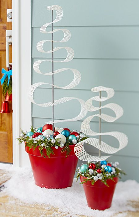 Make a festive, stylized Christmas tree for use indoors or on a front porch. Perforated gutter guard is the secret behind these easy-to-make curvy Christmas trees.
