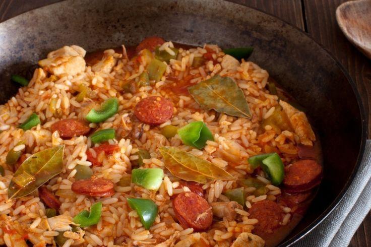 Découvrez la Jambalaya, faite de riz, de saucisses et de morceaux de poulet...une recette à découvrir