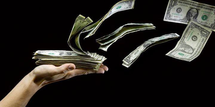 Kiedy w Europie wprowadzono do użytku pierwsze banknoty?  Krajem, który jako pierwszy zaczął używać papierowych pieniędzy była Szwecja. Miało to miejsce w 1661 roku. Kolejnymi krajami, które wprowadziły tego rodzaju metodę płatniczą były:  - Anglia, Szkocja - 1694 r. - Norwegia - 1695 r. - Francja - 1716 r - Włochy - 1746 r. - Niemcy - 1766 r. - Polska - 1794 r.