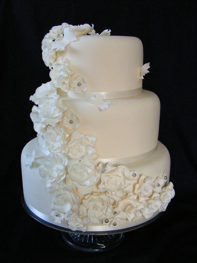 beautiful floral wedding cakes | Vintage flower wedding cake — Round Wedding Cakes