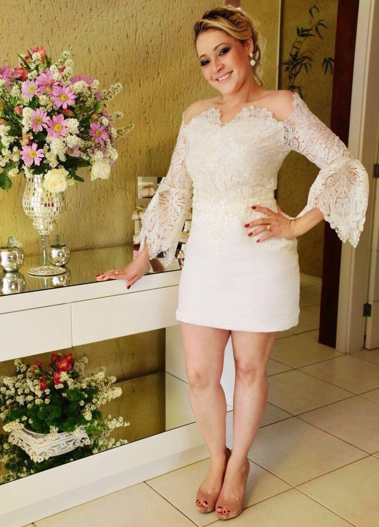 Vestido de noiva-conceito #LucasRizattiAtelier exclusivo, feito sob medida para este momento mais que especial, com renda francesa e linho italiano. #bride #conceitual #boda #noiva #dress #lucasrizattimoda #renda #linho #love