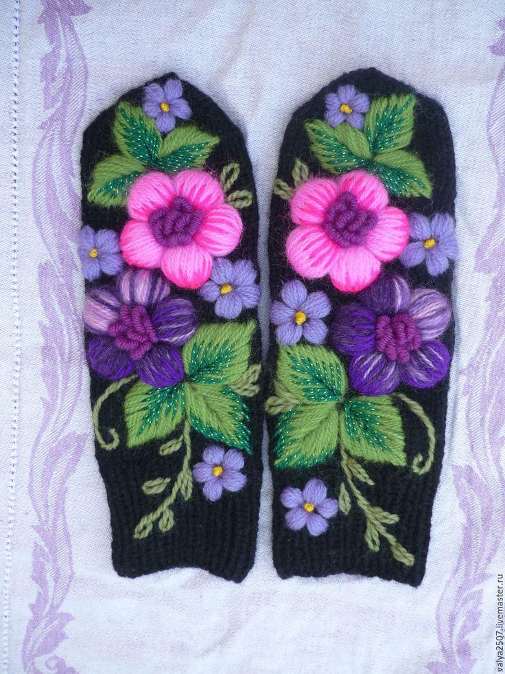 Купить Варежки с вышивкой - фуксия, цветочный, варежки, варежки ручной работы, варежки женские