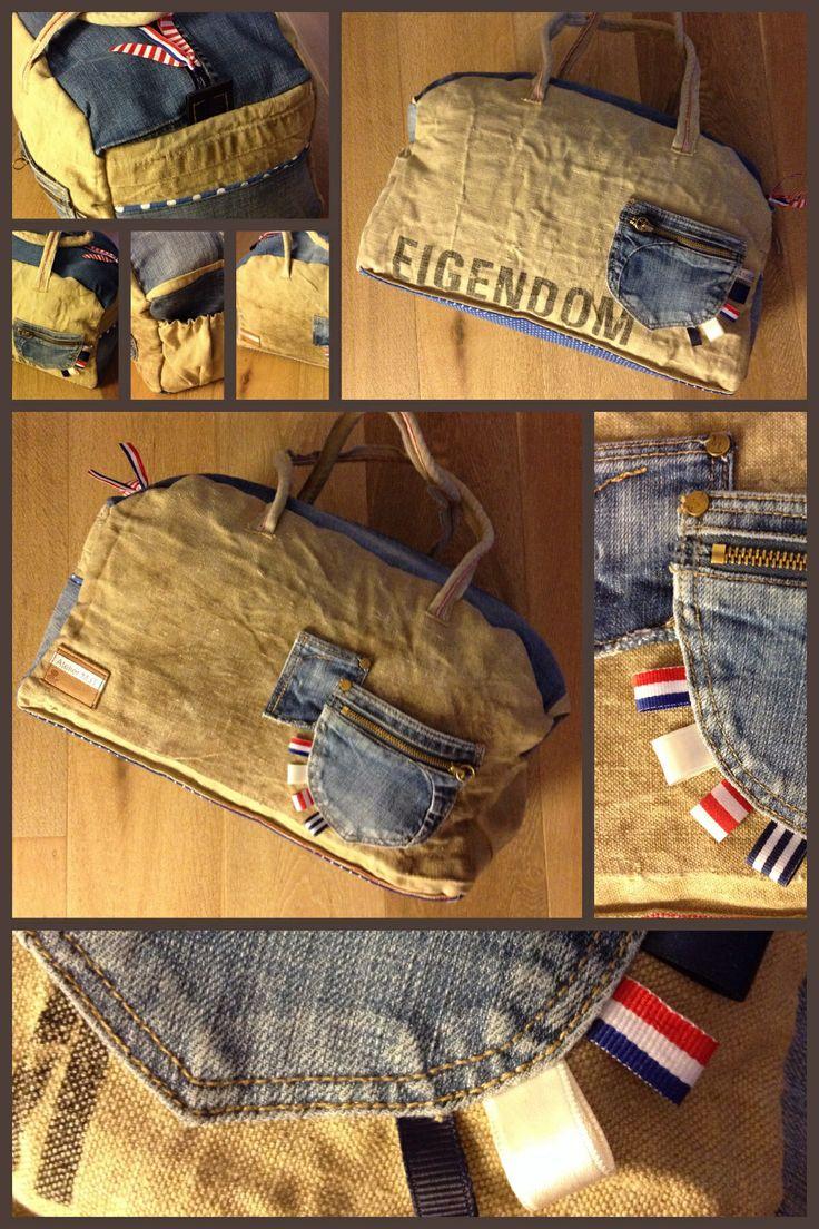 Weekendtas  Big bag Reused old jeans and old postbag Gemaakt van oude postzak en spijkerbroek