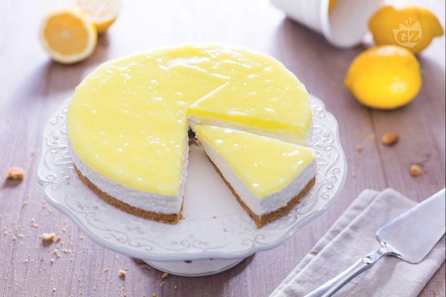 La cheesecake al limone è un dessert fresco, perfetto per una merenda o per concludere un pranzo! Il suo gusto dolce ma non troppo piacerà a tutti!