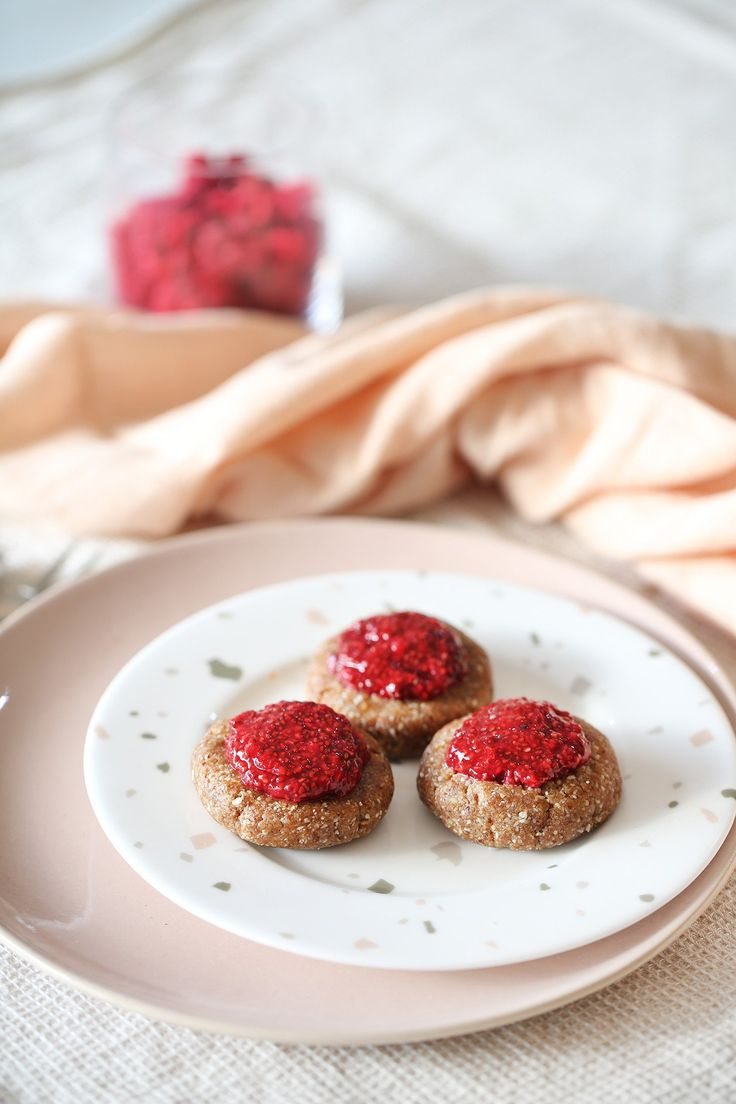 These cute-as-pie cookies will take you back to your childhood. Crispy on the outside, chewy on the inside - the perfect treat with a cup of tea! Filled with the most deliciously refreshing raspberry jam made with chia seeds.