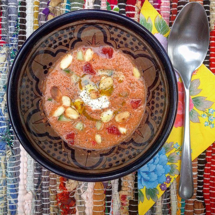 Gezond detox recept als voorgerecht met kerst of warme zomerse avond Watermeloen gazpacho met fetacrème. Koude tomaten soep uit Spanje!