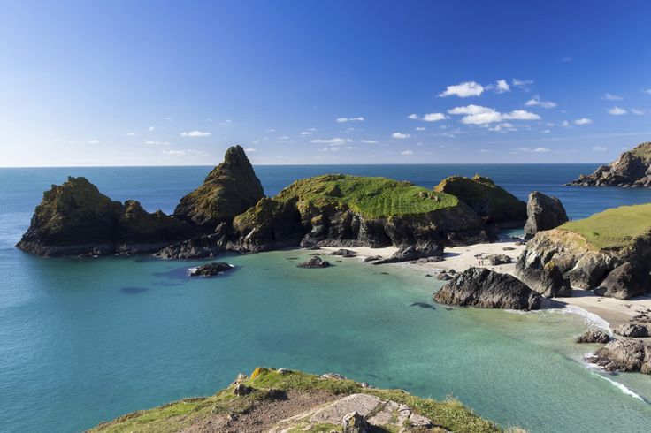 Kynance Cove, on Cornwall's Lizard Peninsula, England. | 29 Places You Won't Believe Are In The UK