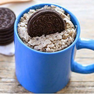 Mug cake sucré : la recette aux Oréo ! Délicieuse et prête en quelques minutes au micro-onde.