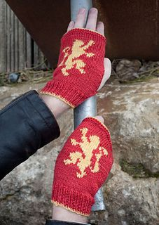 House Lannister Mitts by Anna Richardson