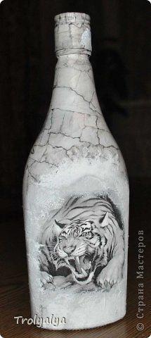 Декор предметов Аппликация Декупаж И всё таки тигр Бумага журнальная Бутылки стеклянные Клей