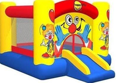 Wat een plezier hebben kinderen toch met dit springkussen. Dit springkussen Clown heeft een oppervlakte van bijna 7m2 is en binnen 1 minuut opgeblazen.. En dit springkussen past bijna in iedere tuin en zelf onder de meeste carpot.  Geschikt voor maximaal 2 kinderen tegelijk (Of 90 kilo belasting) Leeftijdsindicatie: vanaf 3 tot 8 jaar  Afmeting: 300x225x175 cm Oppervlakte 6,75 m2