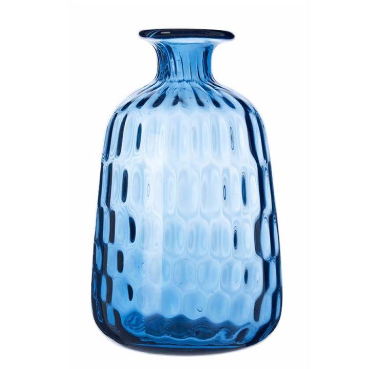 Das einzige, was einen Strauß frischer Blumen noch schöner machen kann, ist eine hübsche Vase. Falls Du noch auf der Suche nach eben dieser bist, bist du soeben fündig geworden: die Glas Vase von VT Wonen sind immer die richtige Wahl. Ob auf der Ostertafel, dem sommerlichen Kaffee-Tischchen oder dem Wohnzimmertisch - diese Vase macht einfach immer eine top Figur!