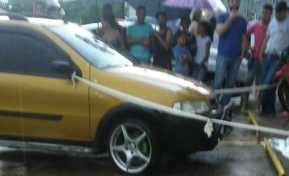 """Homem morre após ser atropelado em Areiópolis - Os policiais militares Cabo Contessoto e Soldado Leite atenderam na tarde de quarta-feira dia 9, por volta das 17 horas um homem de 56 anos conhecido por """"Ourinho"""" que foi atropelado em frente ao um supermercado na cidade de Areiópolis.  Segundo informações, a condutora de um veículo Fiat Str - http://acontecebotucatu.com.br/policia/homem-morre-apos-ser-atropelado-em-areiopolis/"""
