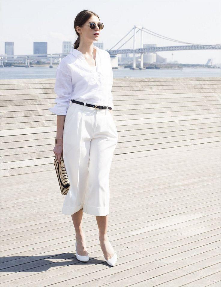 リネンのシャツで作るオールホワイト・スタイル。このシーズン、一枚は欲しいのが、リネンの白シャツ。今年は、着物みたいにシャツの襟を抜いて着るのがトレンド。スキッパータイプのプルオーバーシャツをダブルのセンタープレスパンツに合わせて、白×白のマニッシュなスタイルに。  #J'aDoRe JUN ONLINE #J'aDoRe Magazine #LINEN #リネン#スキッパーシャツ #シャツ #shirt #CANCLINI #カンクリーニ #リネンチュニックシャツ #ロペ #ROPE